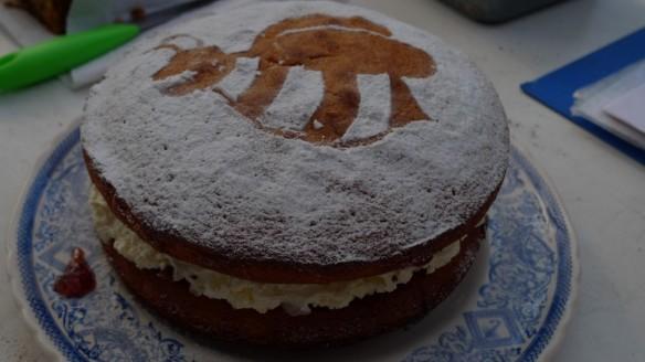 Bee sponge cake